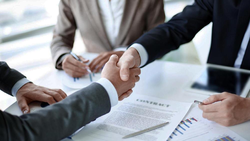 प्रभावी स्कूल-व्यापार साझेदारी बनाना ।