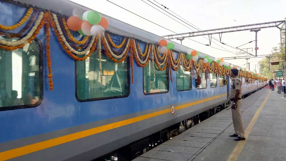 India's fastest train Gatimaan takes its passenger to a gastronomical ride