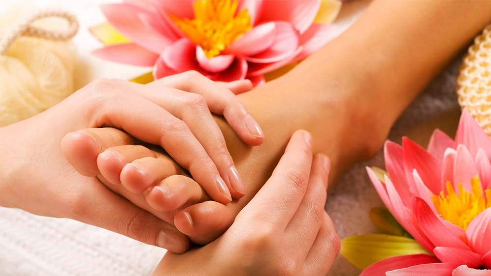 How to amalgamate Foot Reflexology with salon service and reap lucrative profit