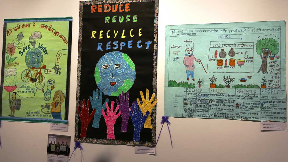 """Award Ceremony for Posters Drawn by School Children on theme of """"Mottainai"""" supported by JICA"""