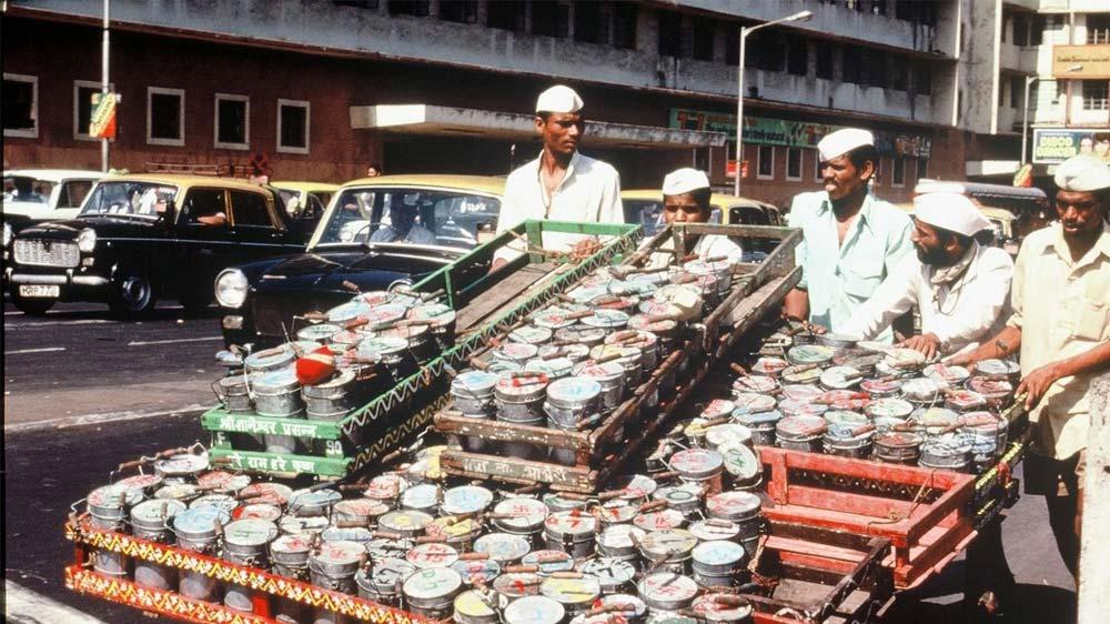 Mumbai dabbawala plans to tie up with Flipkart, Future Group