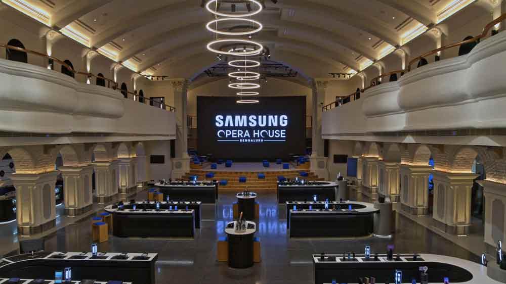 सैमसंग ने बेंगलुरु में अपनी दुनिया का सबसे बड़ी मोबाइल स्टोर लॉन्च किया