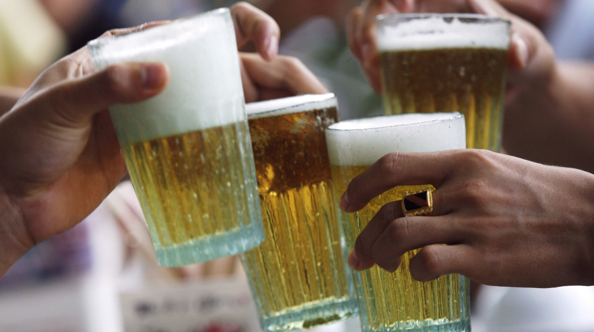 Small restaurants selling liquor cannot opt for GST