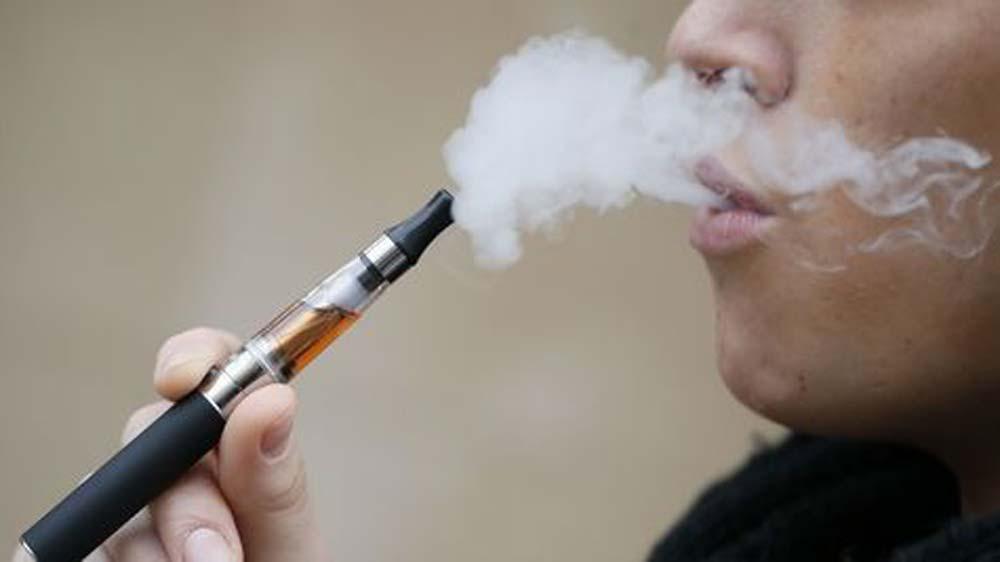 शिक्षकों और सामाजिक कार्यकर्ताओं द्वारा सरकार के ई-सिगरेट पर रोक लगाने के निर्णय की निंदा