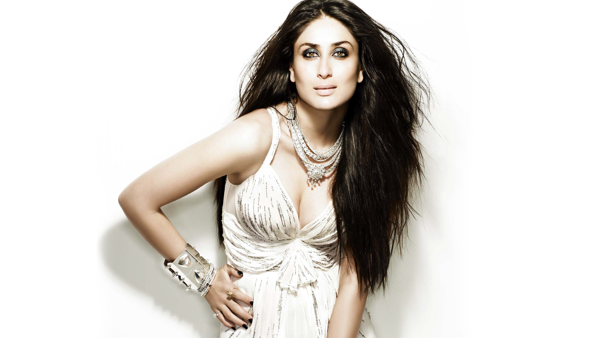 Kareena Kapoor Khan becomes the face of Dabur Amla Hair Oil