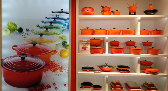cookware brand le creuset opens standalone outlet at mall. Black Bedroom Furniture Sets. Home Design Ideas