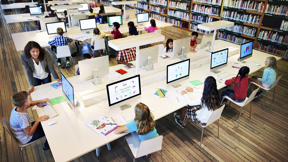 How Technology Has Reshaped The Traditional Classroom Experience
