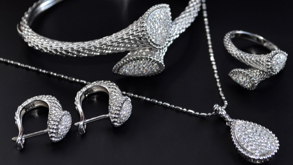 Why Jewellery Brands Are Foraying Into Silver Jewellery Segment