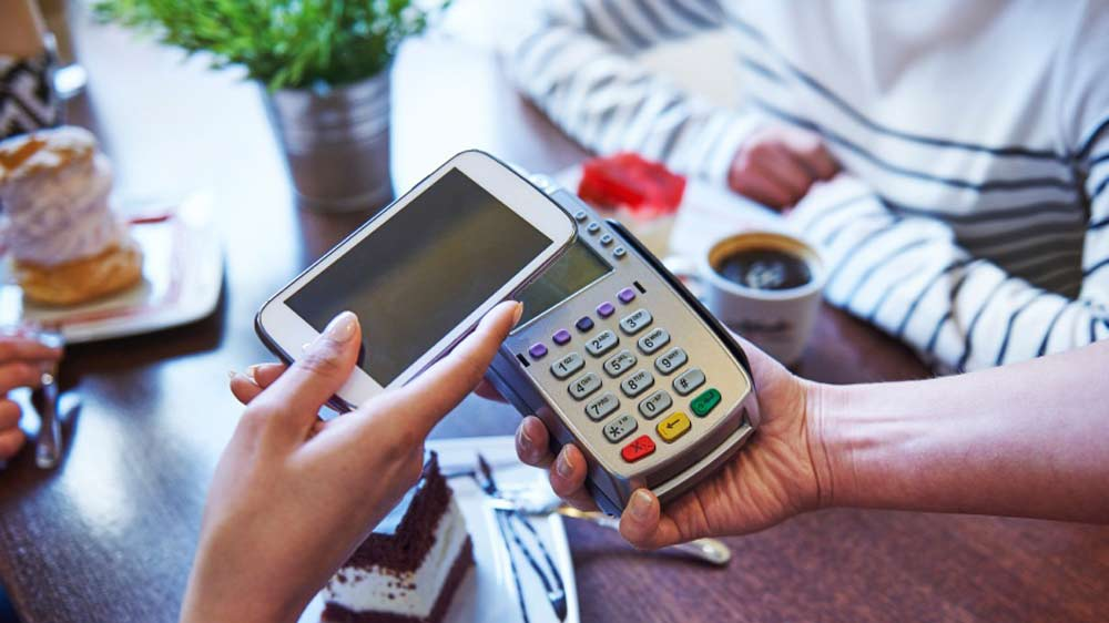 How are restaurants cashing in on 'Cashless' payment