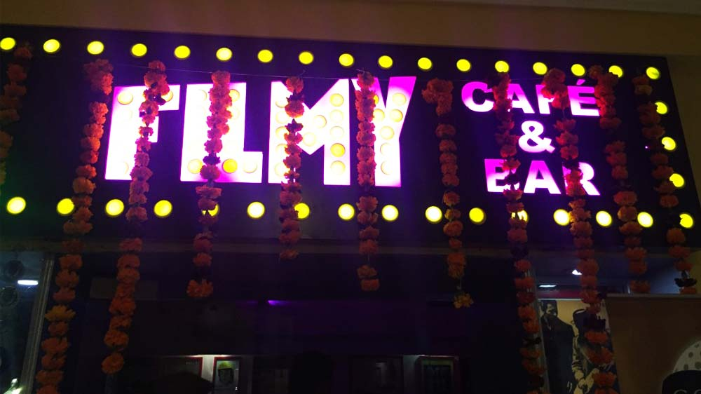 Hangout in Bollywood style with Filmy Cafe & Bar