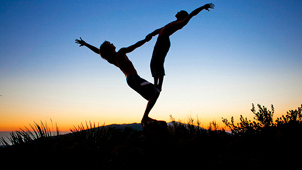 Combining Yoga and Acrobatics for a healthy lifestyle: Acroyoga