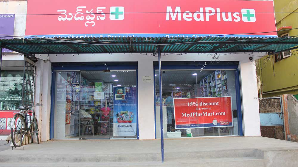 Online-pharmacy-chain-MedPlus-collaborates-with-SBI-offering-flexible-pharmacy-franchise
