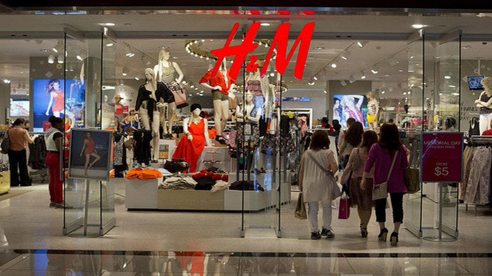 H&M launches interactive mirrored stores in US