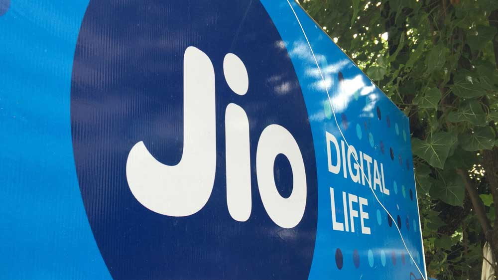 Reliance Jio eyes introducing large-screen smartphones