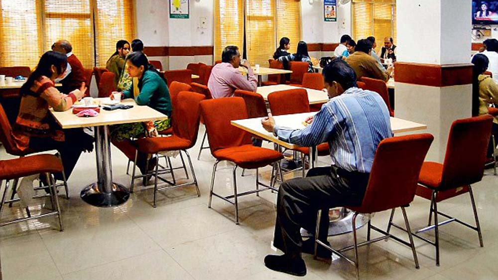 IRCTC to open food outlets at stations; in talks with companies