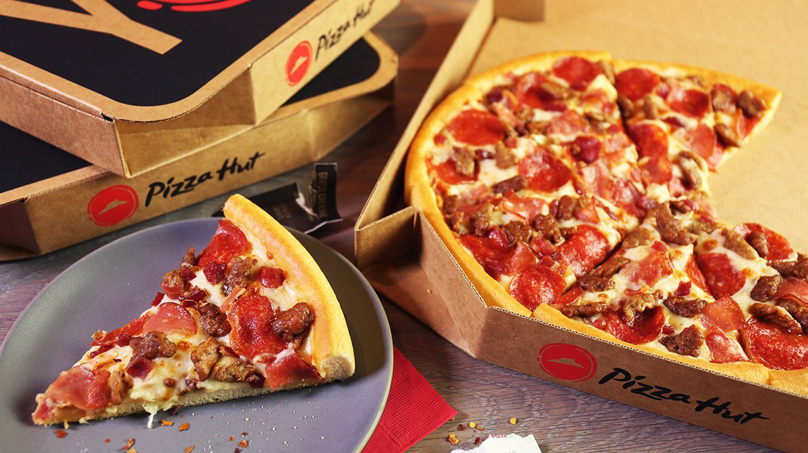 the history and success of pizza hut Pizza hut began with two brothers, frank and dan carney, borrowing $600 from their mom to start a pizzeria in wichita, kansas the first pizza hut opened its doors in 1958.