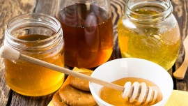 Discover health benefits of golden liquid  honey  and its variants available in India