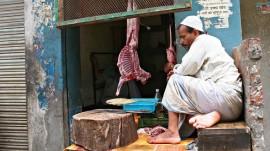 Shiv Sainiks forcefully shut down meat shops and non-veg serving restaurants in Gurgaon