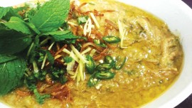 Shiraz offering Haleem for Ramadan